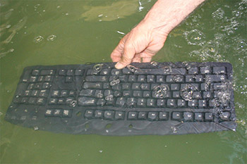 cleaning-keyboard-1