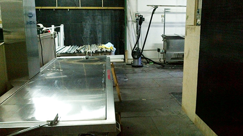The SM-200-XL (foreground) ready to clean a batch of Roller Shades.